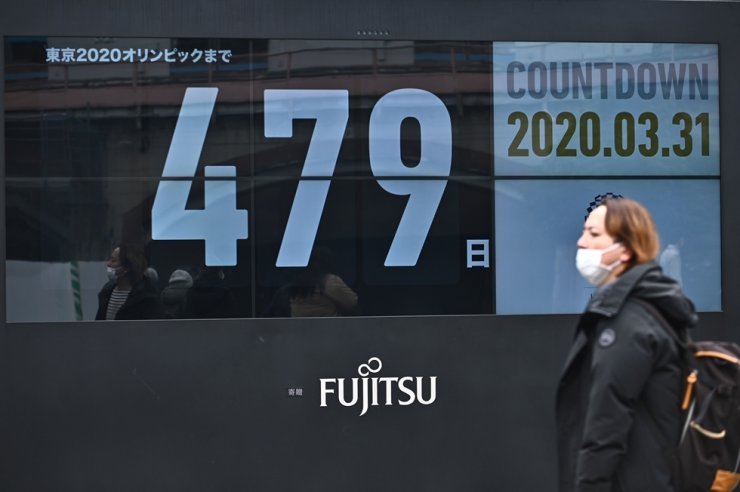 A countdown clock shows the number of days until the Tokyo 2020 Olympic Games on display outside a subway station in Tokyo on Tuesday. The postponed Tokyo 2020 Olympics will open on July 23, 2021, organizers said on Monday, announcing the new date after the Games were delayed because of the coronavirus pandemic. / AFP-Yonhap