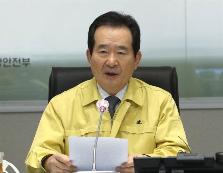 Prime Minister Chung Sye-kyun speaks during a pan-government meeting on coronavirus responses at the Seoul Government Complex, Thursday. Yonhap