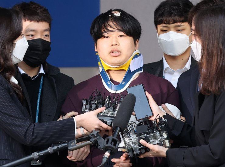 Cho Ju-bin, who is accused of of blackmailing women and minors to make sexually abusive videos and then selling access to them, has his face made public outside Jongno Police Office in Seoul, Wednesday./ Yonhap