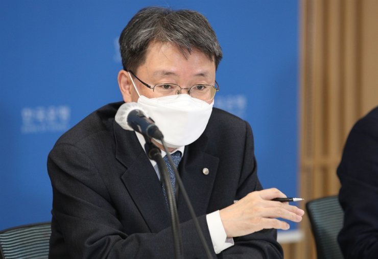 Bank of Korea's Senior Deputy Governor Yoon Myun-shik speaks in a press conference over its decision to supply unlimited amount of liquidity to financial institutions for the next three months, at its headquarters in Seoul, Thursday. Courtesy of Bank of Korea