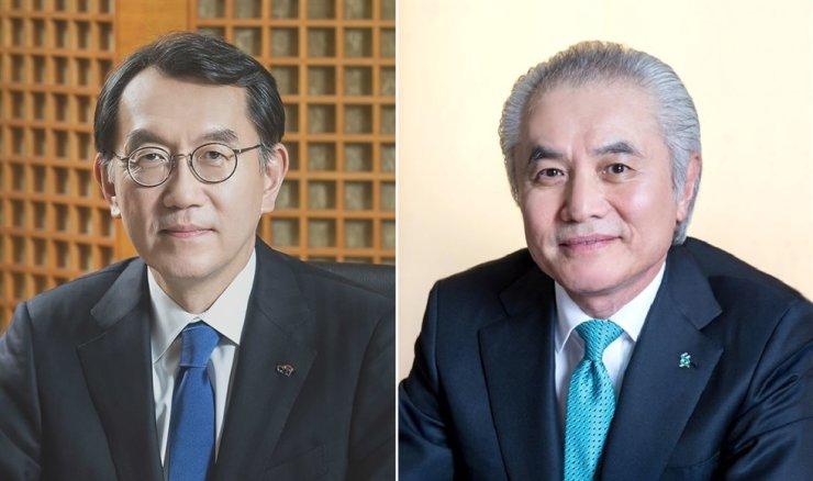 Citibank Korea CEO Park Jin-hei, left, and Standard Chartered Bank Korea CEO Park Jong-bok / Korea Times file