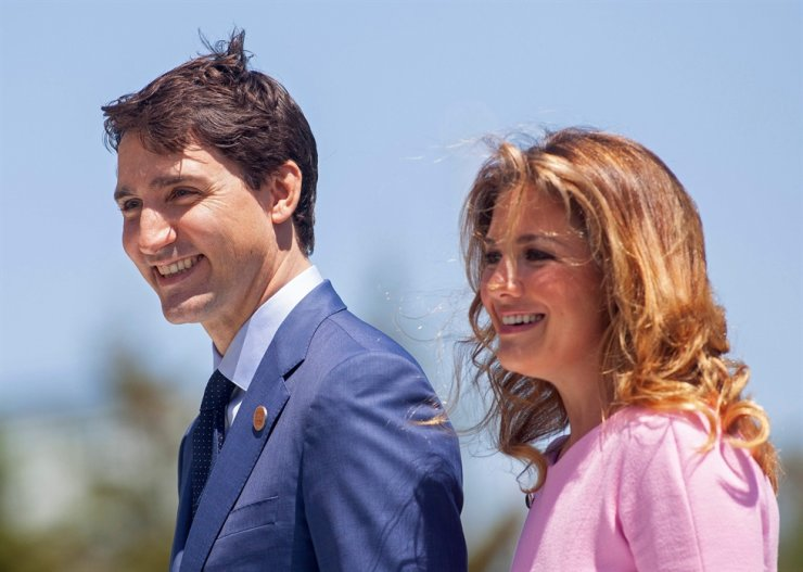 In this file photo taken on June 08, 2018, Canada's Prime Minister of Canada Justin Trudeau and his wife Sophie Gregoire Trudeau arrive for a welcome ceremony for G7 leaders on the first day of the summit in La Malbaie, Quebec, Canada. Trudeau's office says the first lady has tested positive for COVID-19. AFP
