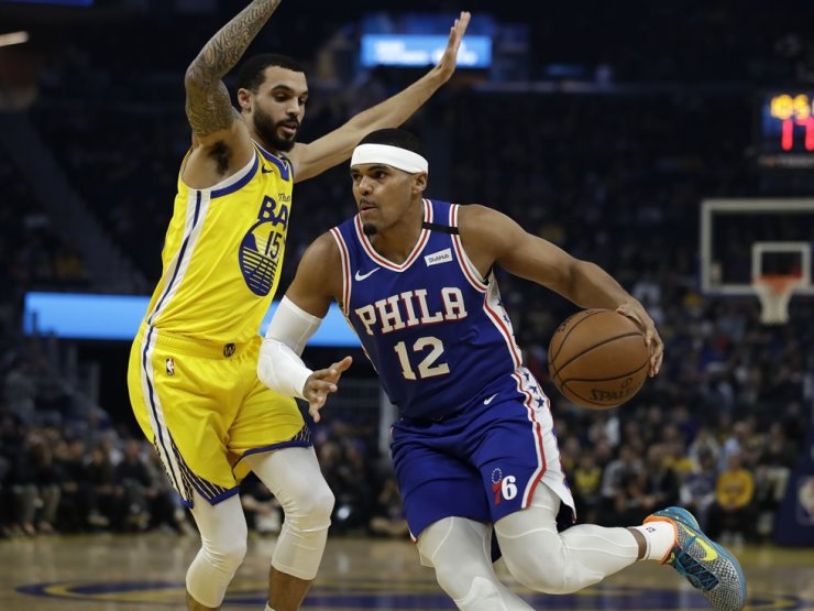 Philadelphia 76ers' Tobias Harris, right, drives the ball against Golden State Warriors' Michael Mulder, left, during the first half of an NBA basketball game Saturday in San Francisco. /AP-Yonhap