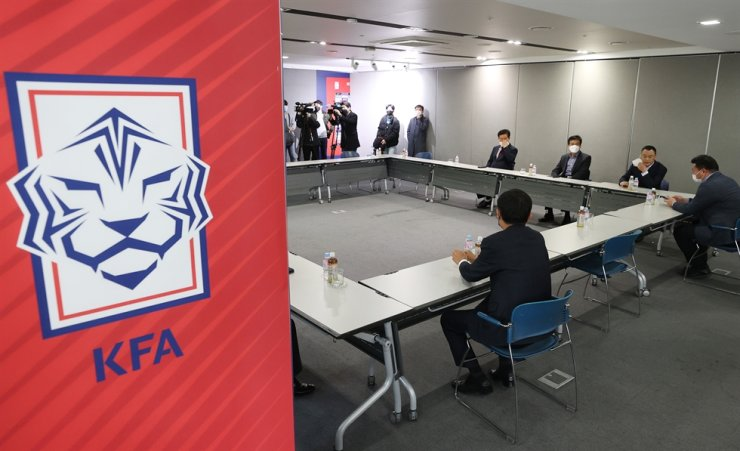 Korea Football Association officials discuss over the exact length and preferred start date for this year's K League season at the organization's headquarters in Seoul, Monday. / Yonhap