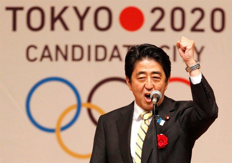 Japan's Prime Minister Shinzo Abe gestures as he speaks during Tokyo 2020 kick off rally in Tokyo August 23, 2013. REUTERS