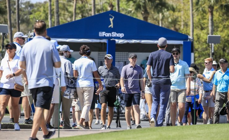 Fans attend the first round of THE PLAYERS Championship on the Stadium Course at TPC Sawgrass in Ponte Vedra Beach, Florida, USA, 12 March 2020. The PGA Tour announced that the championship will continue without fans in attendance due to the coronavirus threat on the day. / EPA-Yonhap