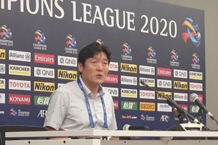 Suwon Samsung Bluewings head coach Lee Lim-saeng speaks after the team's loss against Johor at the AFC Champions League football group stage in Malaysia, Tuesday. / Courtesy of K League
