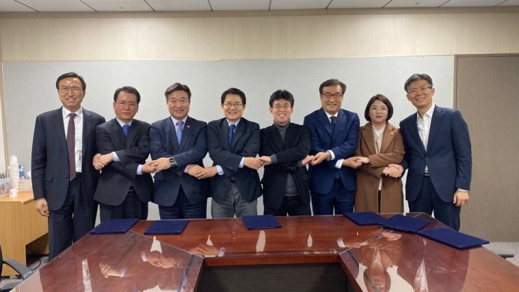 Officials from the ruling Democratic Party of Korea (DPK) and minor liberal parties pose for a photo, Tuesday, after signing an agreement to form a coalition to jointly run for the proportional representation seats in the April 15 general election. For the coalition, the DPK decided to partner with the Civil Together ― a minor party created by liberal activists who support the Moon Jae-in administration and former Justice Minister Cho Kuk ― instead of its earlier plan to cooperate with the Coalition for Political Reform. Courtesy of DPK