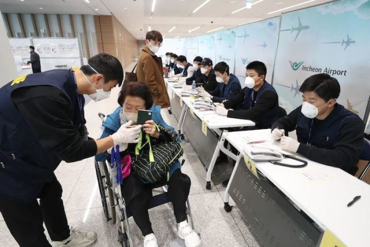 South Korea said on Wednesday that it will apply strict quarantine screening to entrants from COVID-19-hit Italy and Iran in addition to those arriving from mainland China, Hong Kong and Macao. Korea Times photo by Shim Hyun-chul