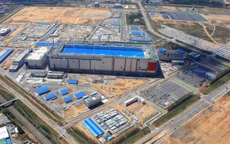 Samsung Electronics' semiconductor plant in Pyeongtaek, Gyeonggi Province. Courtesy of Samsung Electronics