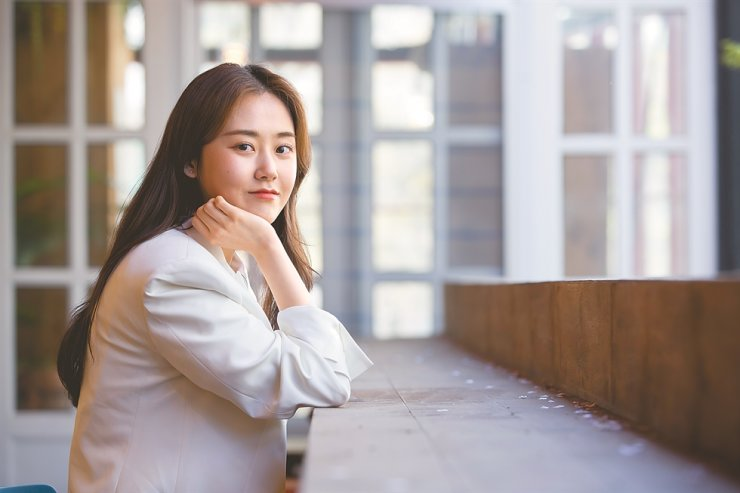 Actress Heo Ga-yoon poses for a photo after an interview with The Korea Times at a cafe in Seoul, April 9. / Courtesy of D&Y
