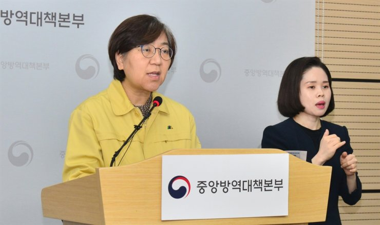 Korea Centers for Disease Control and Prevention (KCDC) Director Jung Eun-kyeong speaks during a press conference at KCDC headquarters in Cheongju, North Chungcheong Province, April 6. Rival parties are vowing to elevate the status of the KCDC to create a more effective control tower for infectious diseases. The KCDC directorship is a vice-ministerial post. Yonhap