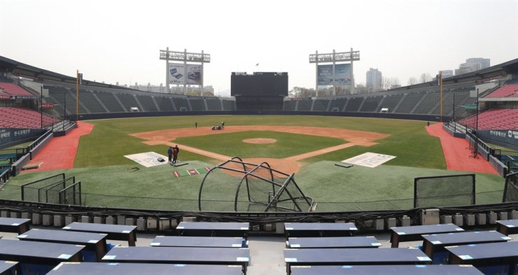 Grounds crews at Jamsil Stadium in Seoul work on the field Wednesday, following the cancellation of the Doosan Bears' practice. Yonhap