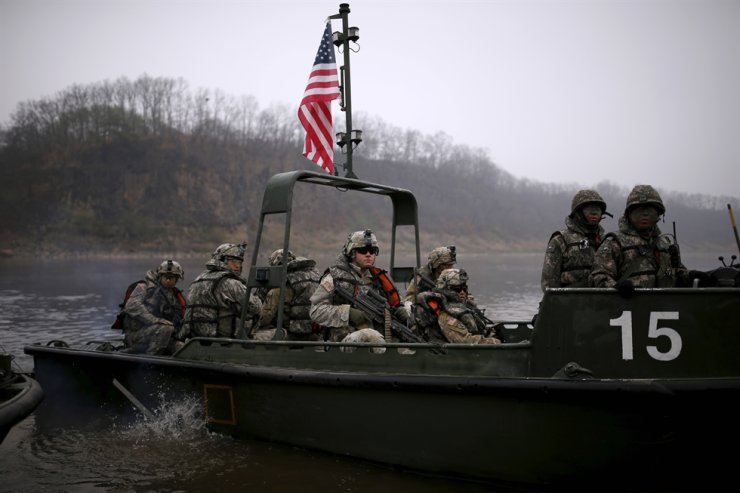 U.S. army soldiers take part in a U.S.-South Korea joint river-crossing exercise near the demilitarized zone separating the two Koreas in Yeoncheon, South Korea, April 8, 2016. Reuters