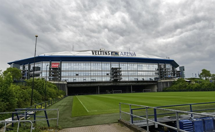 Rain clouds draw over the stadium Veltins Arena and the rolled out pitch of Bundesliga club FC Schalke 04 in Gelsenkirchen, Germany, Wednesday. Despite a ban in Germany on all large gatherings through the end of August to fight the coronavirus pandemic, soccer officials are hoping to restart the league without spectators in May. AP-Yonhap