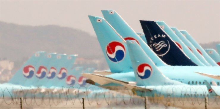 Two state-owned lenders will inject 1.2 trillion won ($972 million) into the country's No. 1 airline, Korean Air. Yonhap