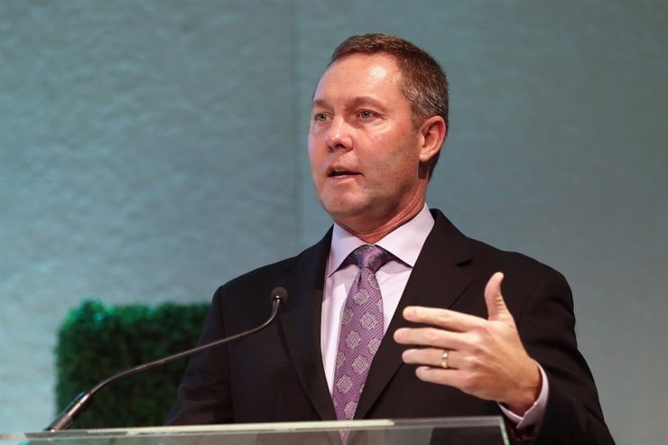 LPGA Tour commissioner Mike Whan speaks during the LPGA Rolex Players Awards at The Ritz-Carlton Golf Resort in Naples, Fla., in this Nov. 16, 2017 file photo. Whan said he is working on three scenarios for a possible return to competition, knowing any firm timetable depends on global success in fighting the coronavirus pandemic, Thursday. AFP-Yonhap