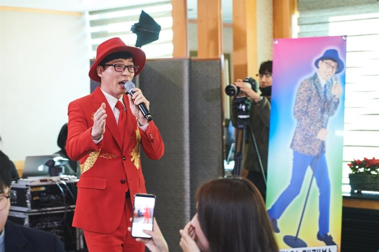 Comedian Yoo Jae-suk sings in this undated photo. Courtesy of MBC