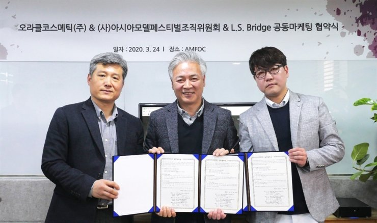The Asia Model Festival Organizing Committee (AMFOC), Oracle Cosmetic and L. S. Bridge recently signed a memorandum of understanding (MOU). Courtesy of AMFOC