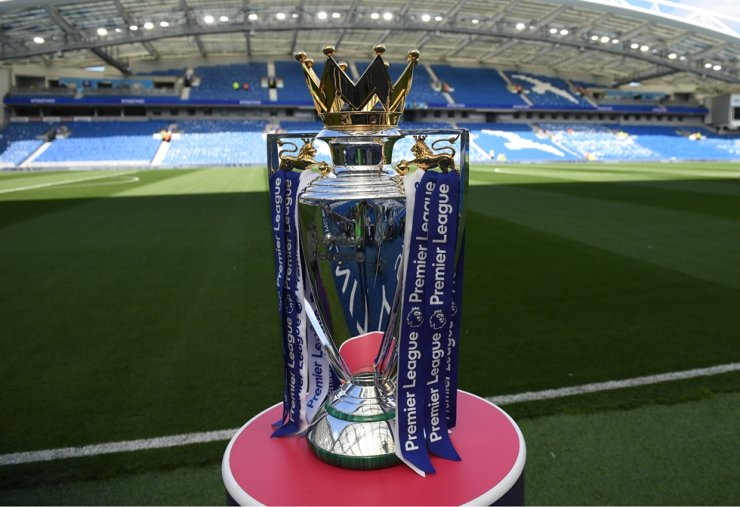 The Premier league trophy sits beside the pitch ahead of the English Premier League football match between Brighton and Hove Albion and Manchester City at the American Express Community Stadium in Brighton, Aug. 17, 2017. Premier League clubs will ask players to take a combination of pay cuts and deferrals amounting to 30 percent of their salary due to the financial crisis caused by coronavirus, the league said in a statement on Friday. / AFP-Yonhap