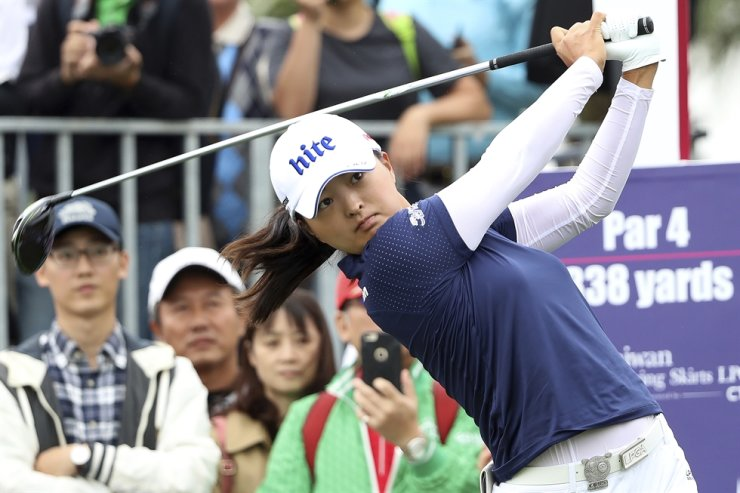 Jin Young Ko of South Korea watches her tee shot on the first hole during the first round of the Taiwan Swinging Skirts LPGA tournament at the Miramar Golf Country Club in New Taipei City, Taiwan, Oct. 31. Ko figures to be plenty rested whenever the LPGA Tour resumes. Ko left the CME Group Tour Championship in Naples, Florida, on Nov. 24 as the No. 1 player in women's golf, capping off her four-win, two-major season as the LPGA player of the year and winner of the Vare Trophy for lowest scoring average. The plan was to return for the Asia swing in mid-February and work her way into the season. / AP-Yonhap