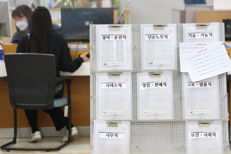 A jobseeker consults with an official at a regional job center in Seoul, April 17. /Yonhap