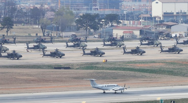 Military choppers are parked at U.S. Army Garrison Humphreys in Pyeongtaek, Gyeonggi Province, Wednesday. / Yonhap