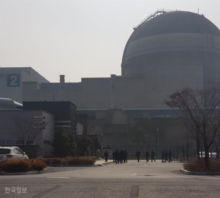 Korea will spend 322.3 billion won ($264 million) to establish nuclear decommissioning research centers. Korea Times file