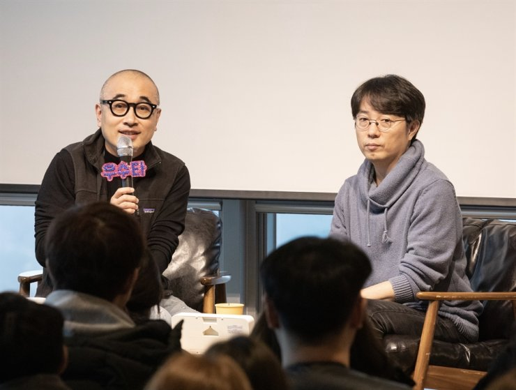 Woowa Brothers Founder Kim Bong-jin, right, and Baedal Minjok CEO Kim Beom-joon speak to staff at the company's headquarters in Songpa-gu, southeastern Seoul, on Jan. 17. / Courtesy of Woowa Brothers