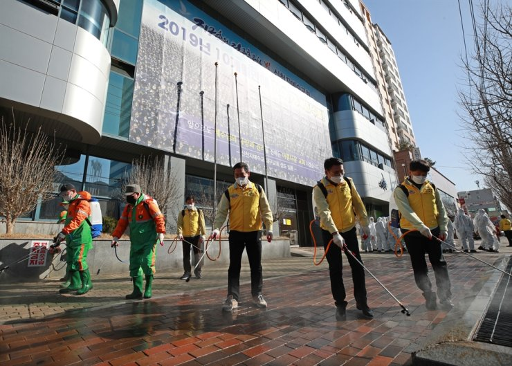 Qurantine officials disinfect an area around the Shincheonji Church of Jesus in the city of Daegu, March 20, as part of preventive measures against the spread of COVID-19. Yonhap
