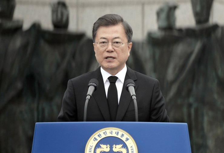 President Moon Jae-in speaks during a national ceremony marking the pro-democracy movement at the April 19 National Cemetery in Seoul, Sunday. Yonhap