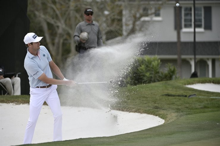 Harris English hits out of a bunker onto the 14th green during the final round of the Arnold Palmer Invitational golf tournament in Orlando, Fla., March 8. Before the PGA Tour season was halted by the coronavirus, English worked his way up to No. 24 in the FedEx Cup. / AP-Yonhap