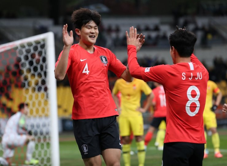 South Korean international Kim Min-jae, left, celebrates with his teammate Ju Se-jong after scoring a header during the E-1 Championship game against China at the Busan Asiad Stadium in Busan, Dec. 15, 2019. / Yonhap
