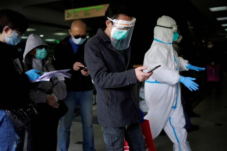 Trader He Ximing, 52, a recovered COVID-19 patient who tested positive for the virus' antibodies after a number of negative tests, line up in a hospital after the lockdown was lifted in Wuhan, capital of Hubei province and China's epicenter of the COVID-19 outbreak, April 13, 2020. Reuters