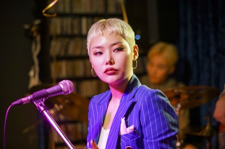 Rapper-turned-actress Kim Eun-young (aka Cheetah) in a scene from 'Jazzy Misfits' / Courtesy of Triple Pictures