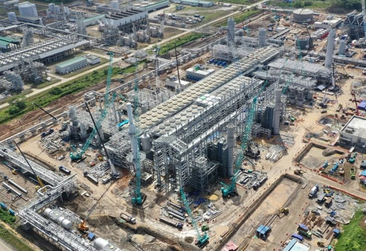 An aerial photo of Daewoo Engineering & Construction's Indonesia Tangguh LNG Train 3 plant currently under construction. / Courtesy of Daewoo Engineering & Construction