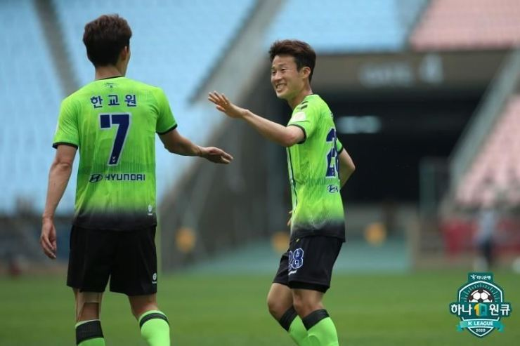 Jeonbuk Hyundai Motors midfielder Son Jun-ho, right, celebrates with teammate Han Kyo-won after scoring the team's second goal against Daejeon Hana Citizen FC during an exhibition match at the Jeonju World Cup Stadium in Jeonju, Saturday. / Yonhap
