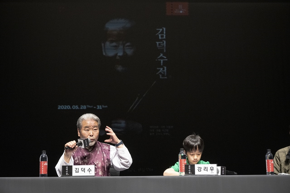 Seen is a scene of promotional footage played during a press conference for 'The Story of Kim Duk-soo,' a biographical musical of percussion master Kim at the Sejong Center for the Performing Arts, Seoul, Monday. Yonhap