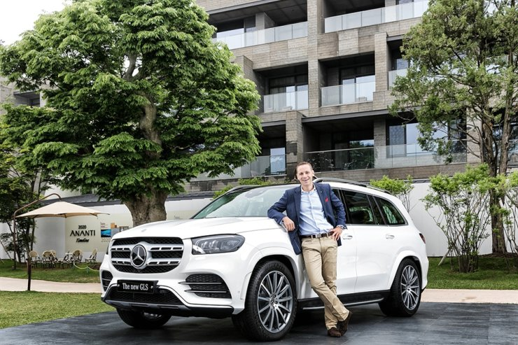 Mercedes-Benz Korea Vice President Mark Raine poses with the new GLS 580 4MATIC during a launch event in Gapyeong, Gyeonggi Province, Monday. Courtesy of Mercedes-Benz Korea