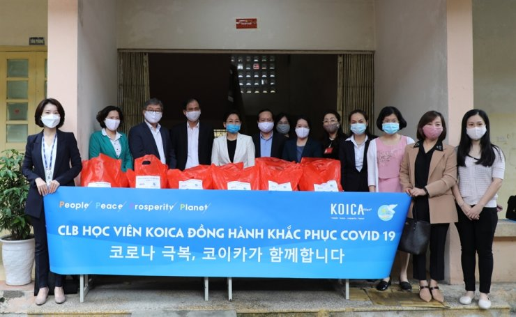 Members of the Korea International Cooperation Agency (KOICA), Vietnam Women's Union (VWU) and KOICA Vietnam Alumni after KOICA delivered emergency relief to help combat the COVID-19 pandemic in Vietnam last month. / Courtesy of KOICA