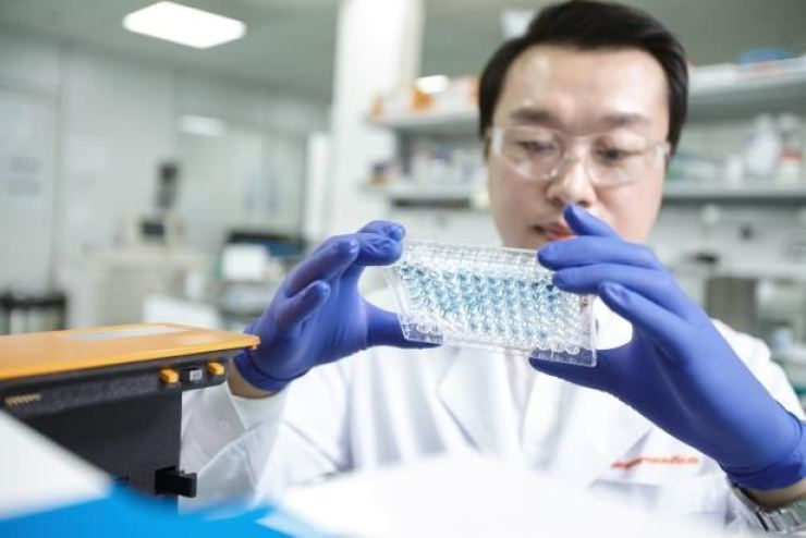 A SK Biopharmaceuticals researcher conducts a study for an anti-epileptic drug at the company's research center in Seongnam, Gyeonggi Province, in this file photo. Courtesy of SK Biopharmaceuticals