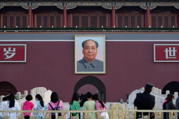 Visitors are seen near the portrait of late Chinese chairman Mao Zedong on Tiananmen Gate, on the day of the closing session of the National People's Congress (NPC), in Beijing, China May 28. Reuters-Yonhap