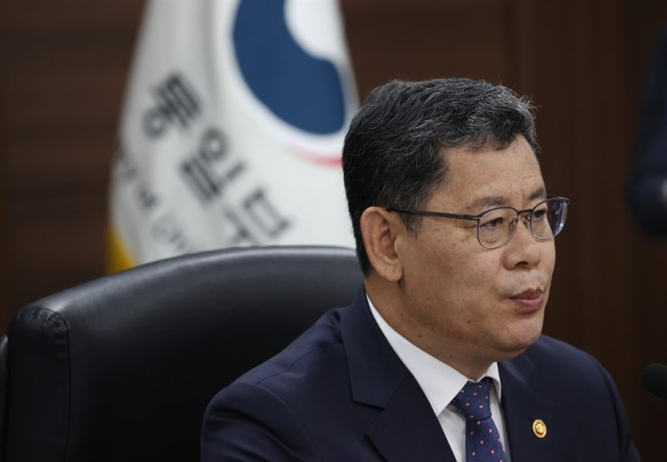 Unification Minister Kim Yeon-chul speaks during a press briefing on Thursday. Yonhap