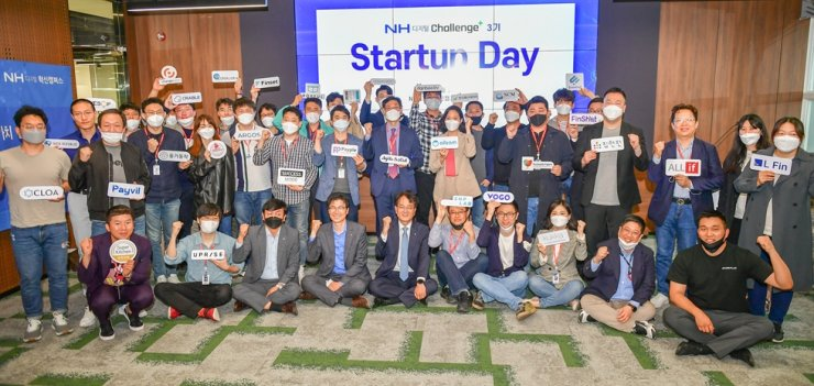 NongHyup Bank CEO Son Byung-hwan, front row fifth from left, poses with CEOs of startup companies at NH Digital Innovation Campus, located in Seocho-gu in southern Seoul, Wednesday. The bank offers diverse benefits for the selected firms, including working space and management consulting. / Courtesy of NongHyup Bank