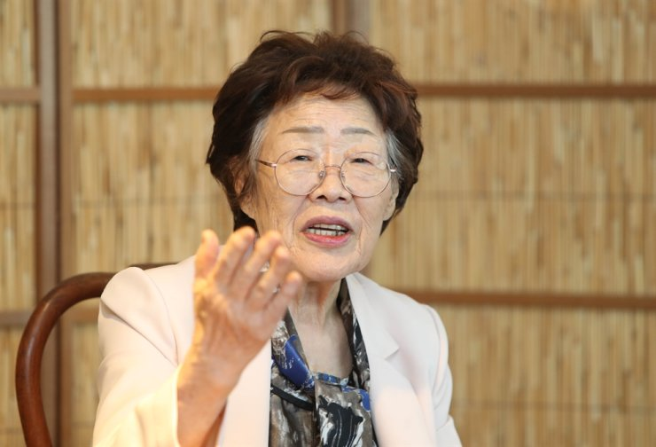 Lee Yong-soo, a surviving victim of Japan's wartime sex slavery, speaks during a press conference in Daegu, May 7, criticizing the Korean Council for Justice and Remembrance for the Issues of Military Sexual Slavery by Japan. / Yonhap