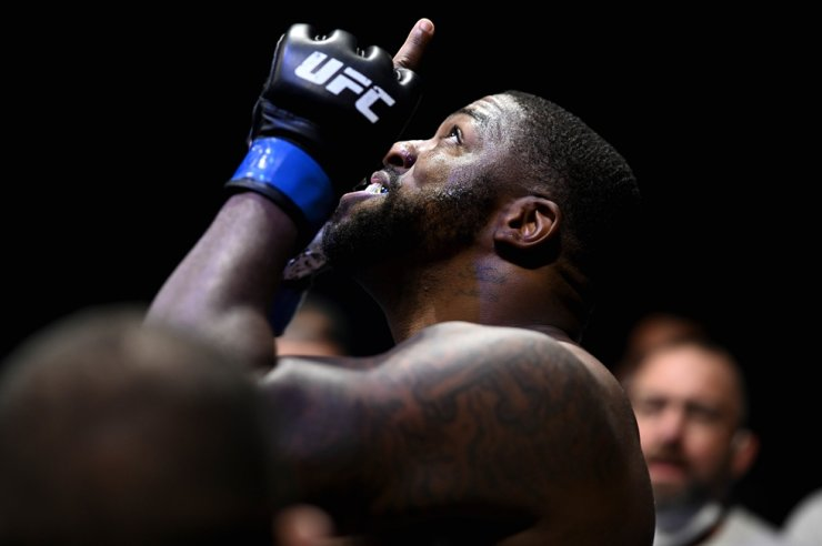 Walt Harris of the United States prepares for his Heavyweight bout against Alistair Overeem of Great Britain fights during UFC Fight Night at VyStar Veterans Memorial Arena on Saturday in Jacksonville, Florida. / AFP-Yonhap