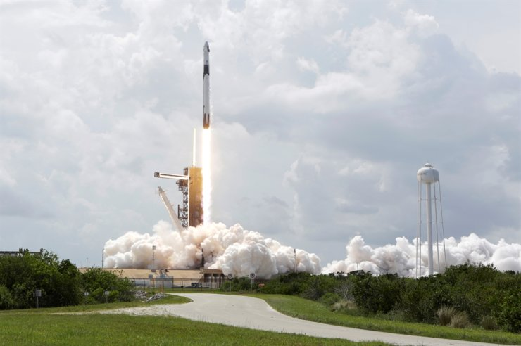 A SpaceX Falcon 9 rocket and Crew Dragon spacecraft carrying NASA astronauts Douglas Hurley and Robert Behnken lifts off during NASA's SpaceX Demo-2 mission to the International Space Station from NASA's Kennedy Space Center in Cape Canaveral, Fla., U.S., May 30, 2020. Reuters