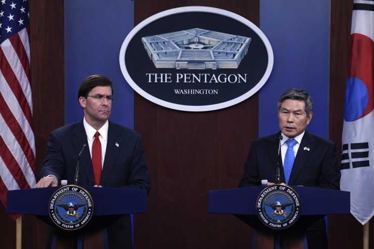 Defense Minister Jeong Kyeong-doo, right, and U.S. Defense Secretary Mark Esper hold a press conference at the Pentagon in Washington, D.C., in this February photo. / Korea Times file