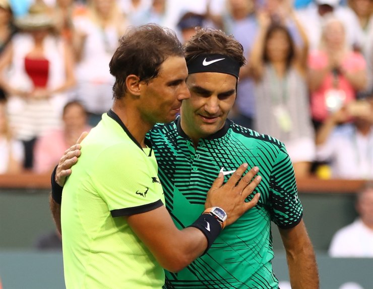 Roger Federer, right, of Switzerland shakes hands at the net after his straight sets victory against Rafael Nadal of Spain in their fourth round match during day ten of the BNP Paribas Open at Indian Wells Tennis Garden on March 15, 2017 in Indian Wells, Calif. / AFP-Yonhap