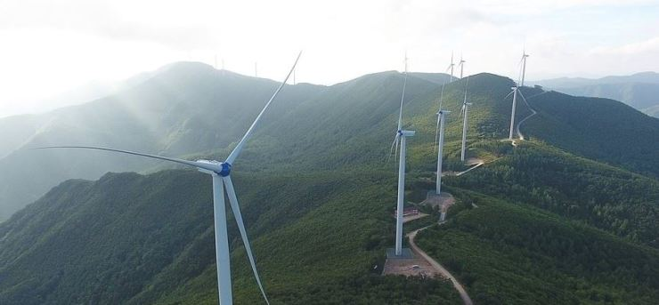 A wind farm in Jeongseon County, Gangwon Province, is seen in this 2018 photo. Korea is exploring ways for its own 'Green New Deal,' a project to transform the country's coal-centered industry into a renewable-energy based economy while creating jobs, in an effort to battle the post-coronavirus economic crisis. Yonhap